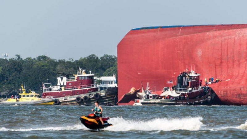 韓運輸船美東翻覆 船身鑽洞救出受困4人