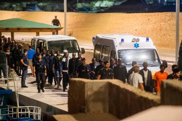 14个月来首见 意大利允难民救援船靠岸