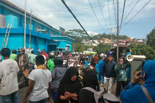 印尼摩鹿加6.5強震 居民奪門驚逃 至少1死1失蹤
