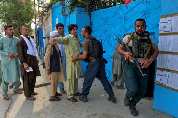 阿富汗总统大选登场 逾900万人冒死投票