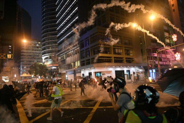 全球50城同步撑港反极权 港警失控频施暴记者