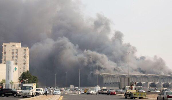 滚滚浓烟窜出 沙特吉达高铁车站大火至少5伤
