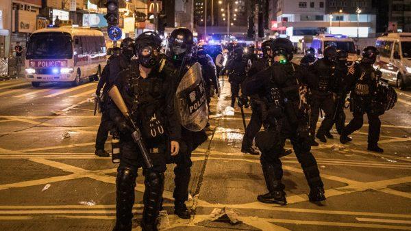 【直播回放】港人聚集太子站要求还原831真相 警方发射布袋弹催泪弹驱赶