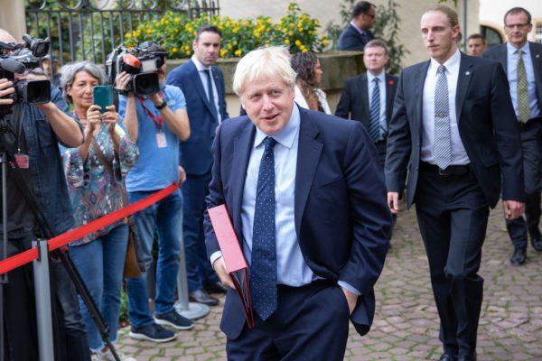 英相与欧盟会谈无果 遭群众嘘突取消记者会