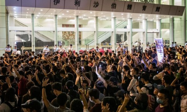 中共搬石砸脚 美共和党人:邝俊宇遇袭助攻法案通过