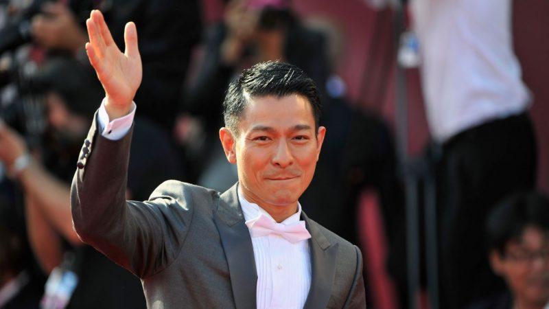 劉德華吉隆坡開唱精彩絕倫 自封「靚仔歌王」