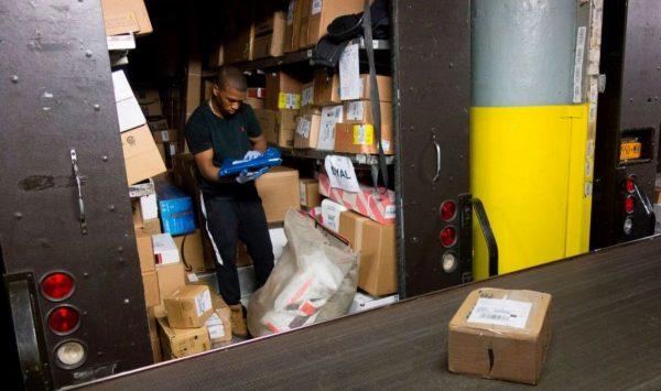 纳瓦罗赴欧促下月退出万国邮联 中国电商将受重创