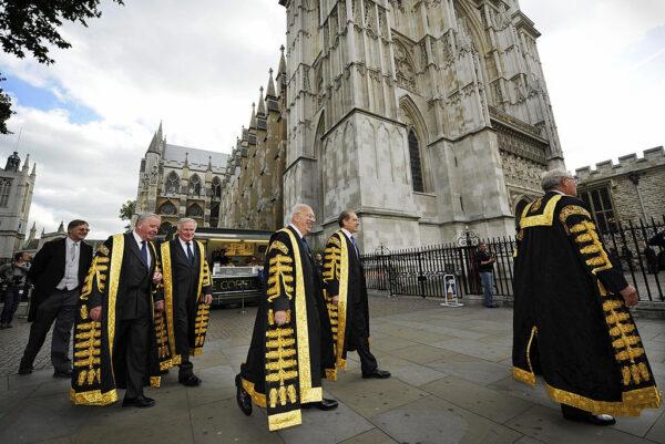 英法院裁定首相延长国会休会不合法 反对党吁辞职