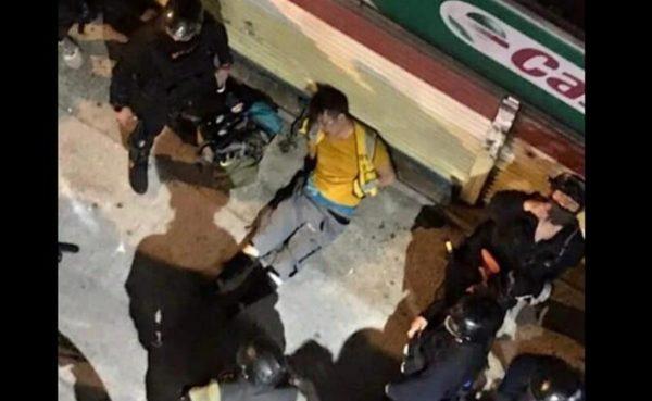 香港男子暗巷遭毒打 港警:在踢「黃色物體」(視頻)