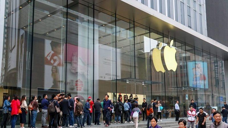 新iPhone手機上市一天 在中國被搶光
