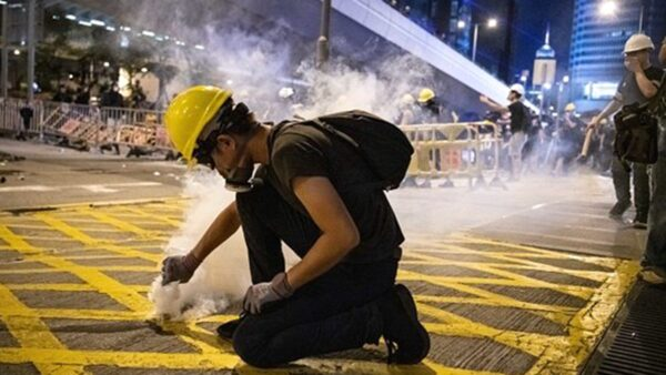 """香港""""勇武派"""":不认同中共 认同中国"""