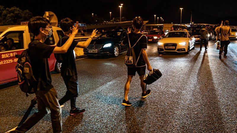9.1机场反送中 示威者步行回家 私家车排长龙义载