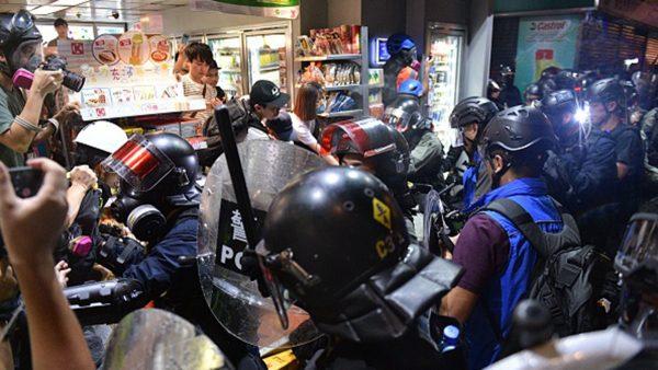组图:921元朗反恐袭集会 港警无差别搜捕