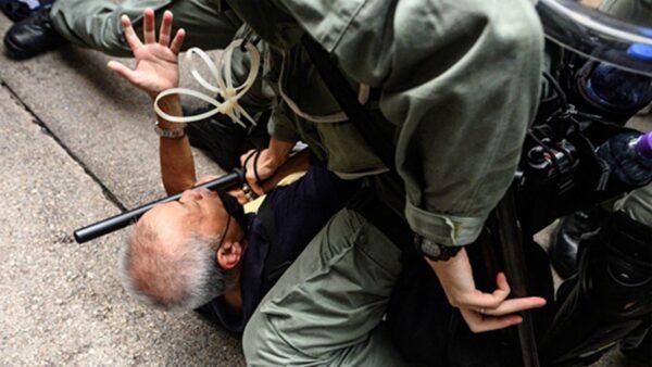 组图:9.29香港反极权游行 警察疯狂抓人