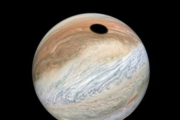 NASA新发现:木星现大黑斑 长近3600公里
