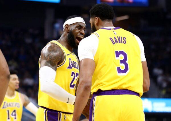 NBA季前赛:詹姆斯辅佐戴维斯 湖人大胜
