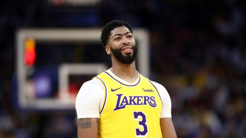 NBA热身赛戴维斯22分、10篮板 率湖人大胜勇士