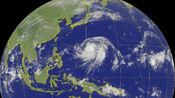 海贝思成猛烈台风 恐2度转向直扑日本关东