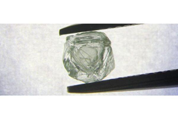 前所未見 西伯利亞挖到世界首顆嵌套鑽石
