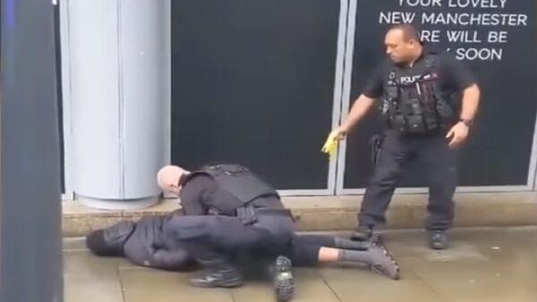 英男購物中心持刀傷人 遭警電擊槍制伏(視頻)