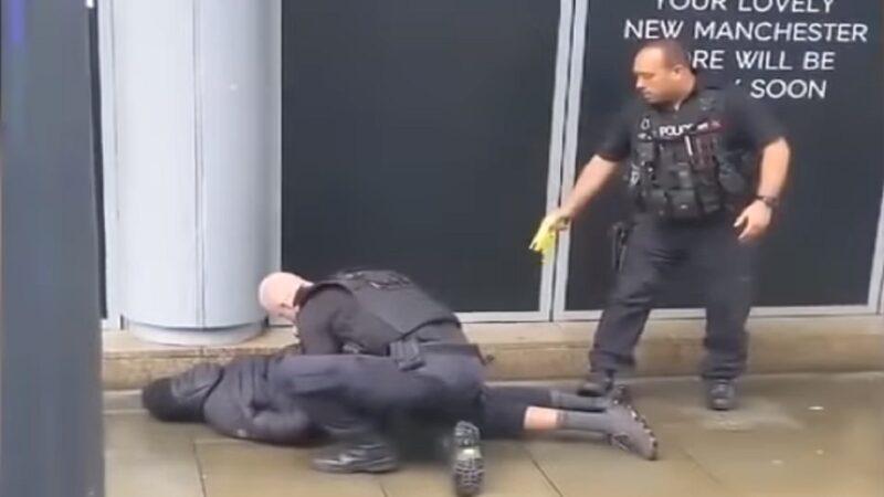英男购物中心持刀伤人 遭警电击枪制伏(视频)