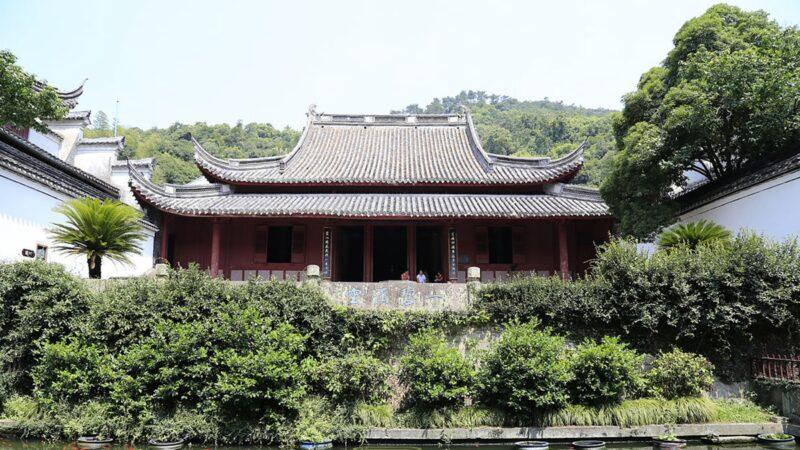 浙江神奇千年古寺:鳥不入,蟲不蛀,灰不上樑