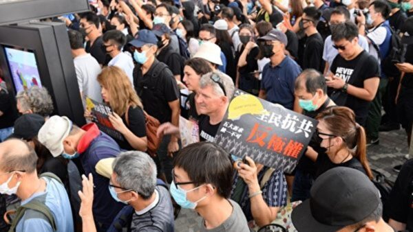 """【直播回放】10.12 香港市民""""反紧急法""""运动 遍地开花(中文同步解说)"""