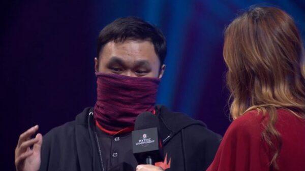 香港電競選手「蒙面」參賽:我家鄉情勢嚴峻(視頻)