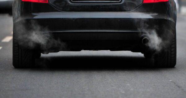 汽车维修问与答:暖车后冒白烟不正常