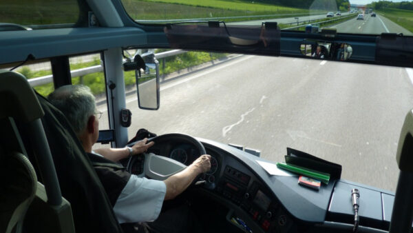 為什麼巴士的方向盤這麼大?巴士相關的世界紀錄(視頻)