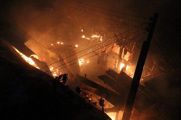 苗栗機車行鐵皮倉庫悶燒 6人幸獲救