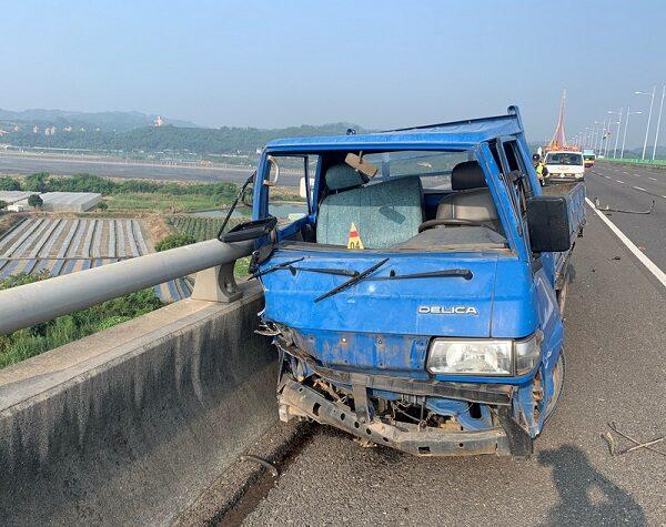 離奇!高屏小貨車撞橋 駕駛甩跌橋下死亡