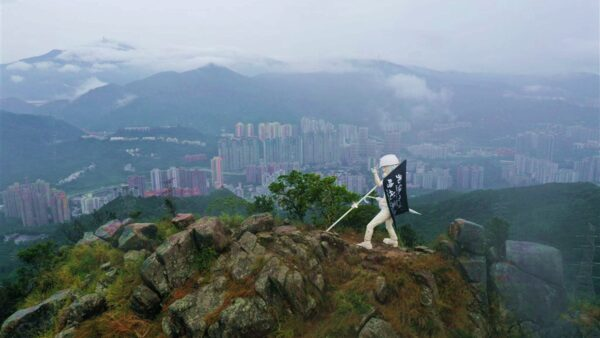 香港民主女神像登上獅子山 守護港人反送中