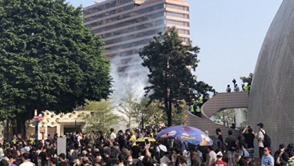 香港民眾及醫護人員集會 要求嚴懲警察暴力