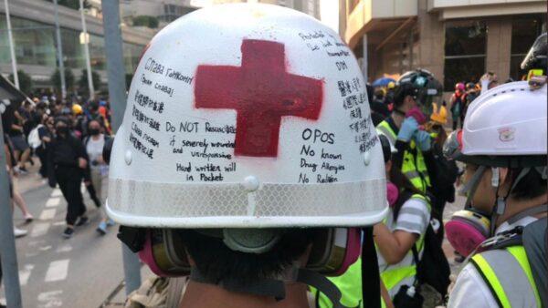 """香港急救员头盔留""""遗言"""" 让无数网友泪崩"""