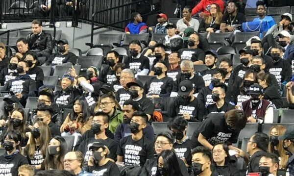 力挺香港 数百黑衣人现身NBA篮网队赛场