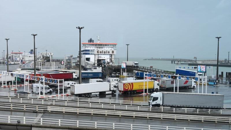 冷藏櫃僅7度 法國加萊港口貨車藏8人