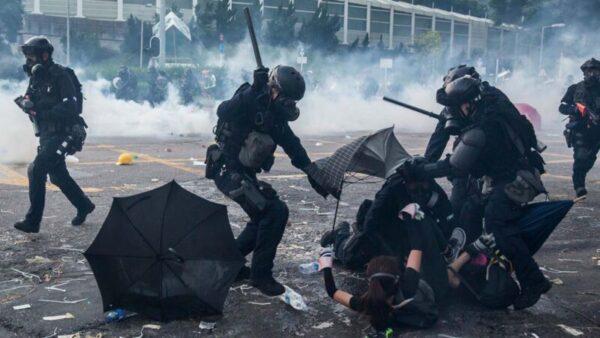 """香港监警会无力""""监警"""" 国际专家集体辞职"""
