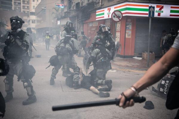 港警枪伤中学生震动国际 欧盟英国及陆委会谴责