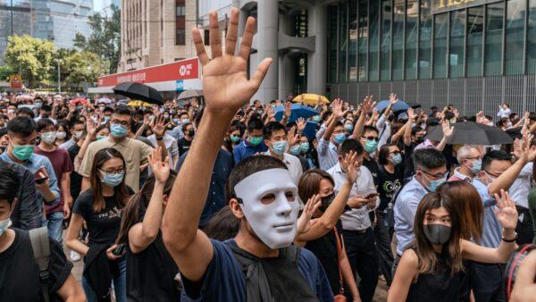 林郑宣布实施《禁蒙面法》 激起港人更大愤怒