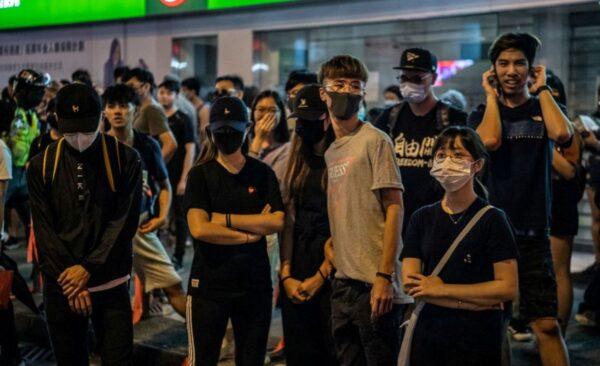 解放報:香港禁蒙面實施很困難 北京玩火自焚