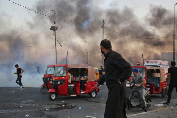 """对群众开枪 伊拉克军方首度承认""""使用过度武力"""""""
