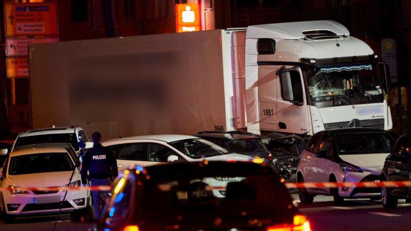 男偷车冲撞9车酿17伤 德警列恐袭调查
