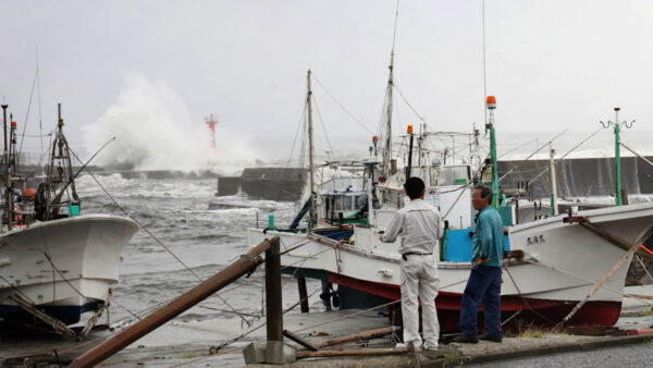 强台风直逼日本 气象厅:暴雨61年最大