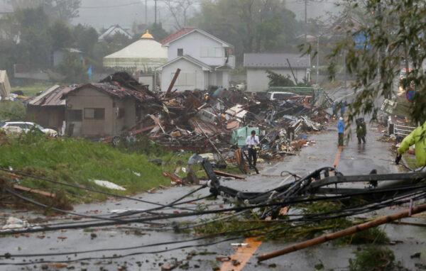 强台海贝思来袭 千叶县刮强阵风吹毁民宅1死5伤