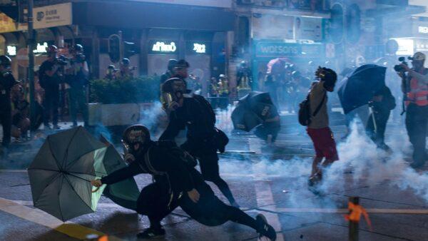 《石濤聚焦》35萬港人九龍蒙面大遊行 催淚彈空襲記者