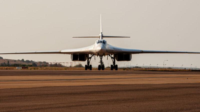 俄非峰会召开之际 俄战略轰炸机远赴南非秀实力