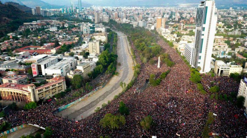 要求經濟改革 智利近百萬人上街頭