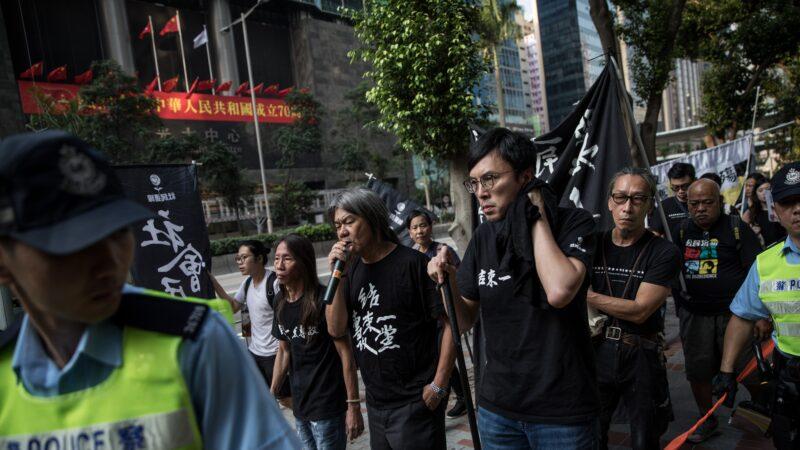 """""""没有国庆、只有国殇""""游行在即 港警全城戒备"""