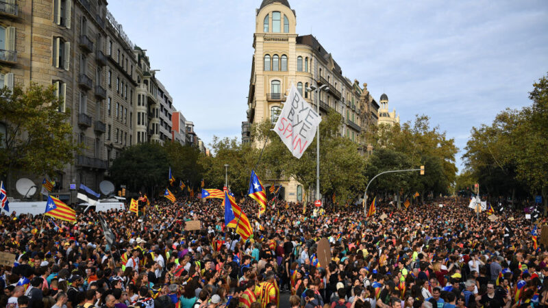 加泰羅尼亞響應大罷工 逾50萬群眾上街